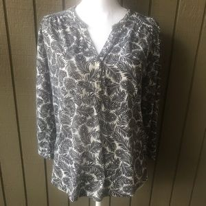 Forever 21 Feathers Print 3/4 Sleeve Blouse